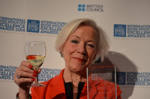 Anneli Hoeir raises a glass!