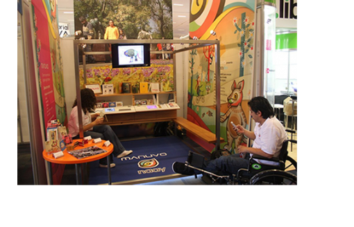 The Naay Box Environment is offered to libraries and other institutions as a place where children can fully immerse themselves in the digital world.