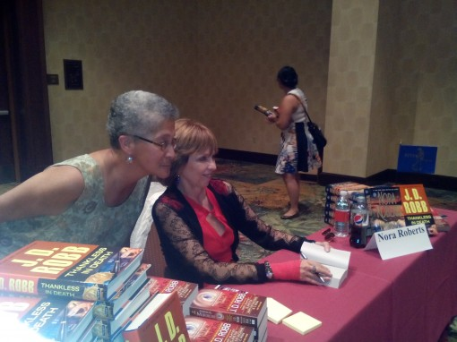Best-seller Nora Roberts meeting one of her fans.
