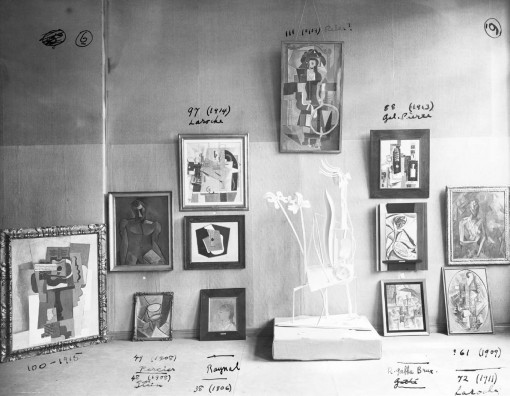 A photo of Picasso's studio, annotated.