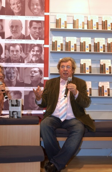 German literary critic and author Hellmuth Karasek at the Frankfurt Book Fair in 2004 (Photo © Frankfurter Buchmesse / Peter Hirth)
