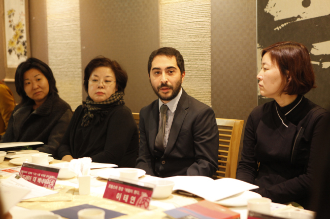 "Andrea De Benedittis (center), who won for his translation of Kim Young-ha's novel ""I Have a Right to Destroy Myself"" into Italian (Literature Translation Institute of Korea)"