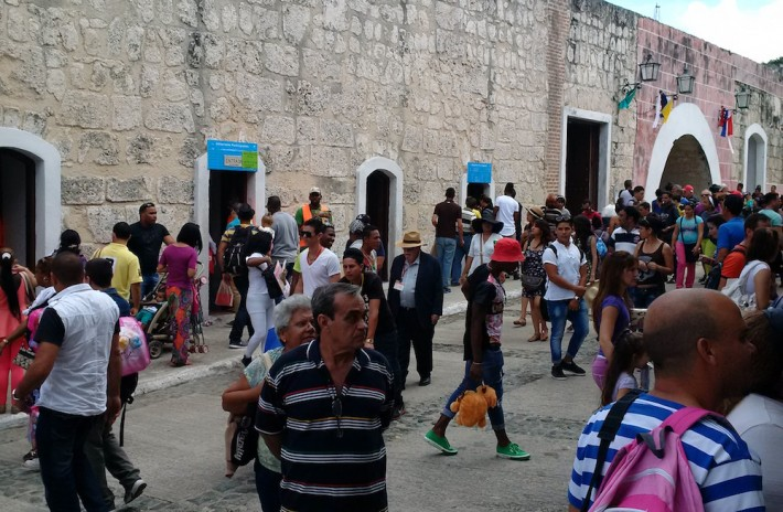 Visitors stroll through the outdoor aisles of the 2016 Havana Book Fair