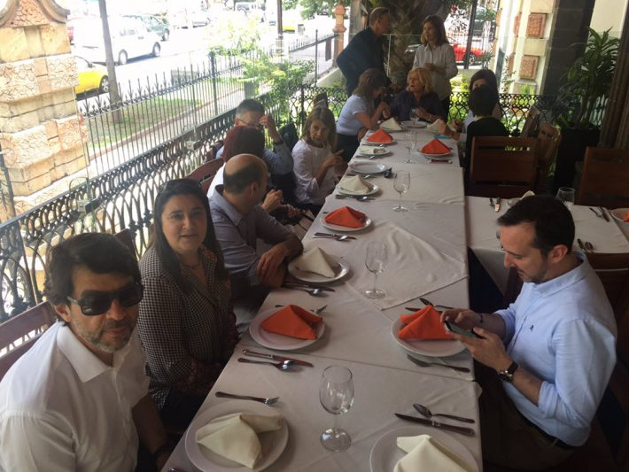Publishing trade fair directors enjoy a meal together during their Guadalajara conference sessions.