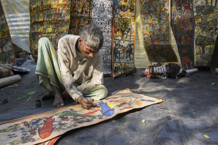 A festival artist at work in Pingla. Image - iStockphoto: RN Mitra