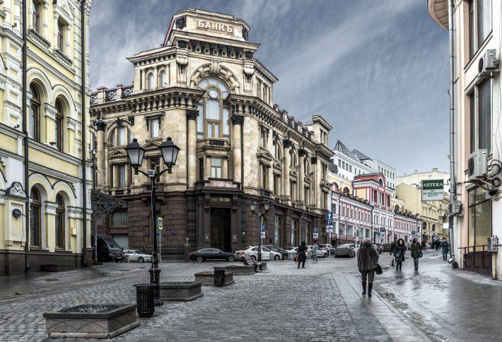 Near the Bank of Moscow on Kuznetsky. Image - iStockphoto: Sachkv