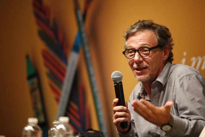 Mexican author Álvaro Enrigue speaks at Hay Festival Querétaro. Image: Provided by the festival