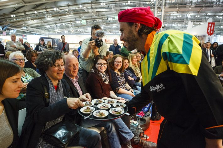 TV chef Fernsehkoch Chakall greets Book Fair goers in Frankfurt's 2015 Gourmet Gallery. Image: Frankfurter Buchmesse, Marc Jacquemin
