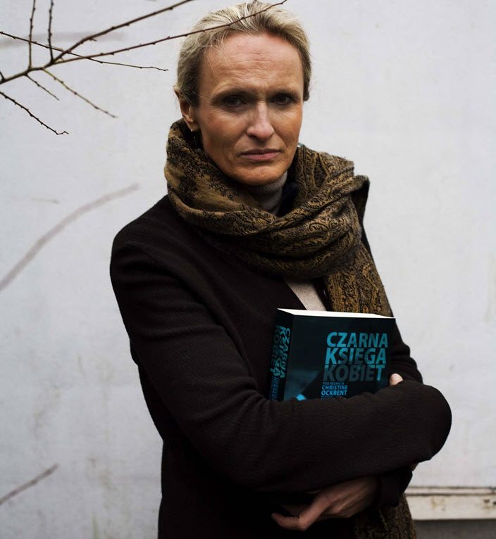 Polish Publisher Beata Stasińska holds Christine Ockrent's 'Czarna księga kobiet,' 'The Black Book of Women.' Image: Provided by the publisher