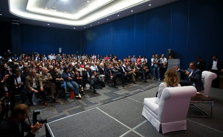 This interview at the Guadalajara International Book Fair was on the opinions of the US election held by PRI's Enrique Ochoa. Image: Gilberto Torres