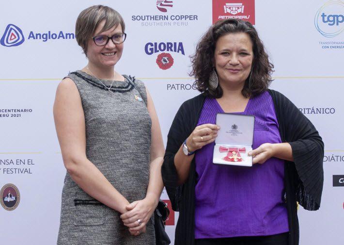 Cristina Fuentes La Roche receives the OBE